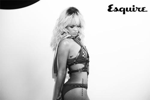 O site da revista ?Esquire? britânica divulgou um aperitivo das fotos que Rihanna fez para a publicação (17/5/12)