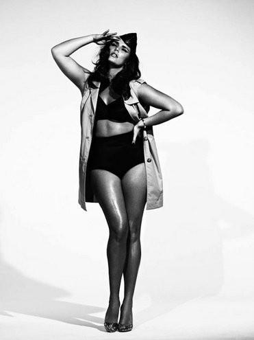 """Seguindo a tendência indicada pela revista de moda italiana """"Vogue"""", a espanhola """"S Moda"""" divulgou a sua capa de maio, com a modelo plus size Candice Huffine totalmente nua, nesta segunda-feira (21/5/12)."""