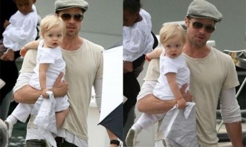 Angelina Jolie se junta a Brad Pitt para levar os filhos para dar um passeio de barco pelo Lago Michigan, em Chicago. Shiloh, com um ano e dois meses, sai nos braços do papai após a viagem no barco alugado pela família (18/8/07)