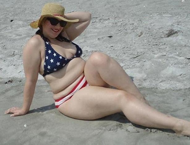 """Uma blogueira inglesa criou movimento em prol das """"barrigas reais"""" e incentivou mulheres plus-size a publicar fotos de biquíni na internet. A ideia do projeto é fazer com que garotas de todos os manequins sintam-se mais confiantes com seus corpos, publicou o """"The Sun"""" nesta sexta-feira (25/5/12)"""