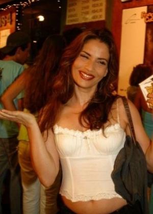 A atriz Isadora Ribeiro na estreia da peça 'Três Homens Baixos', no Teatro dos Quatro, na Gávea, zona sul do Rio de Janeiro (6/1/05)