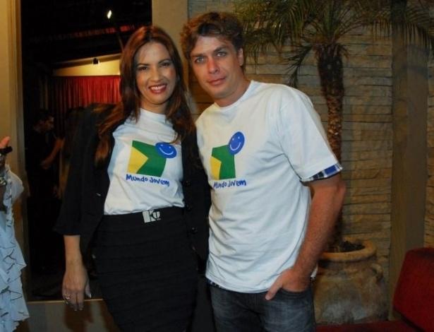 Isadora Ribeiro e o ator Fábio Assunção vão ao lançamento do projeto 'Sertanejo do Bem' no Buddha Bar, na Villa Daslu, em São Paulo (23/12/09)