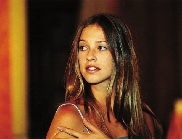 """Luana Piovani em cena da novela """"Suave Veneno"""", de 1999"""