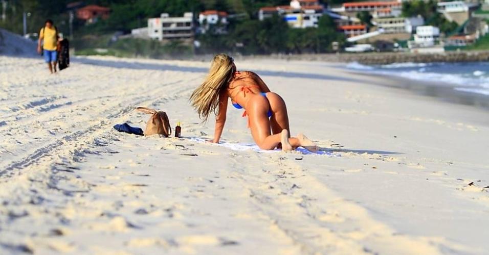 Ex-dançarina de Latino, a modelo Andressa Urach curtiu praia do Pepê, no Rio de Janeiro, nesta segunda-feira (13/6/12)