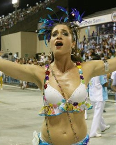 Let&#237;cia Spiller durante o desfile da Vila Isabel, na apresenta&#231;&#227;o das escolas de samba do Grupo Especial, no samb&#243;dromo do Rio de Janeiro (26/2/06) 