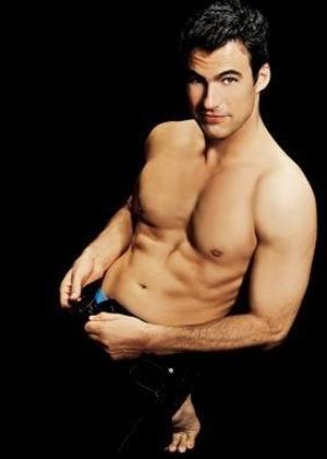 """Edição da revista """"Nova"""" de setembro de 2007 publicou fotos sensuais de galãs da TV dizendo o que mais gostam nas mulheres. O ator Carlos Casagrande revelou que adora a expressão corporal e a delicadeza da mulher. Ele disse também que ama o jeito como sua mulher se produz para sair"""