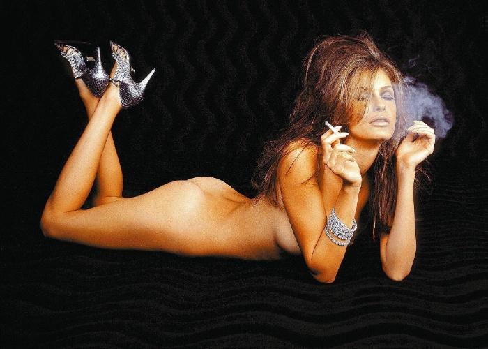 A modelo Carol Francischini posa nua (25/1/07)