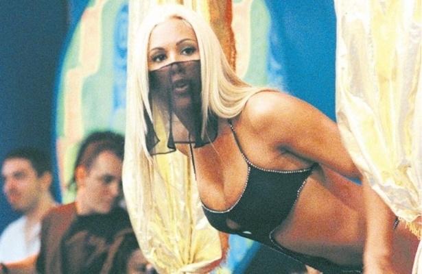 """Joana Prado completa 37 anos no dia 22/6/13 e ficou famosa pelo papel de Feiticeira no """"Programa H"""", de Luciano Huck na Bandeirantes (1999); hoje morando em Las Vegas, ela é dona de casa, cuidando da criação dos filhos e privilegiando os treinos de Vitor Belfort, seu marido."""