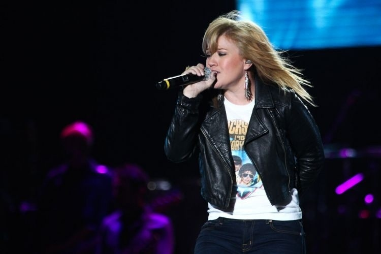 A cantora americana Kelly Clarkson se apresenta no palco do Pop Music Festival, na Arenha Anhembi, em SP (23/6/12)