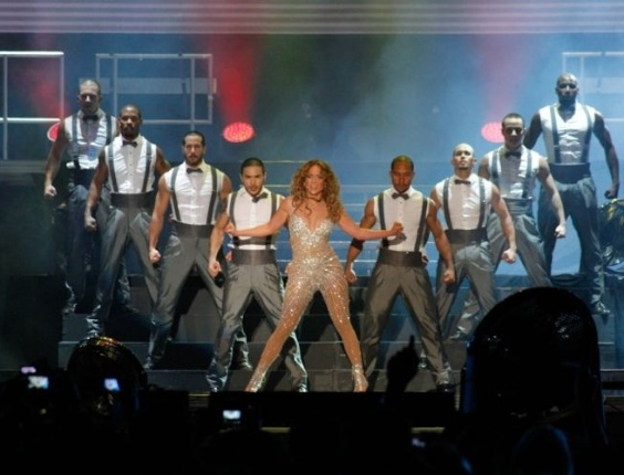 Jennifer Lopez apresenta coreografia no palco do Pop Music Festival, em SP (23/6/12