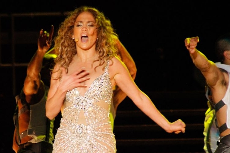 Jennifer Lopez apresenta coreografia no palco do Pop Music Festival, em SP (23/6/12) 
