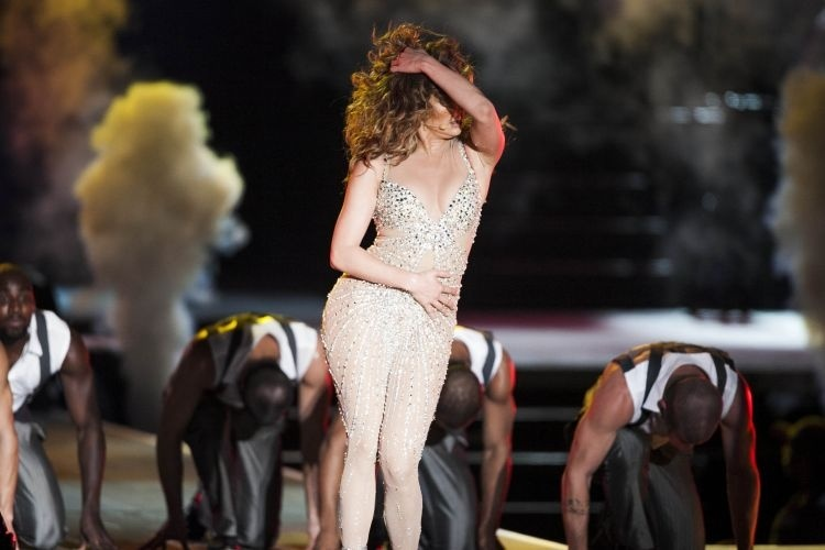 Jennifer Lopez dan&#231;a em seu show no palco do Pop Music Festival, em SP (23/6/12) 
