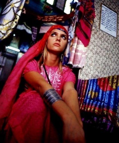Fernanda Lima, então apresentadora da MTV, na Tunísia (12/7/01)