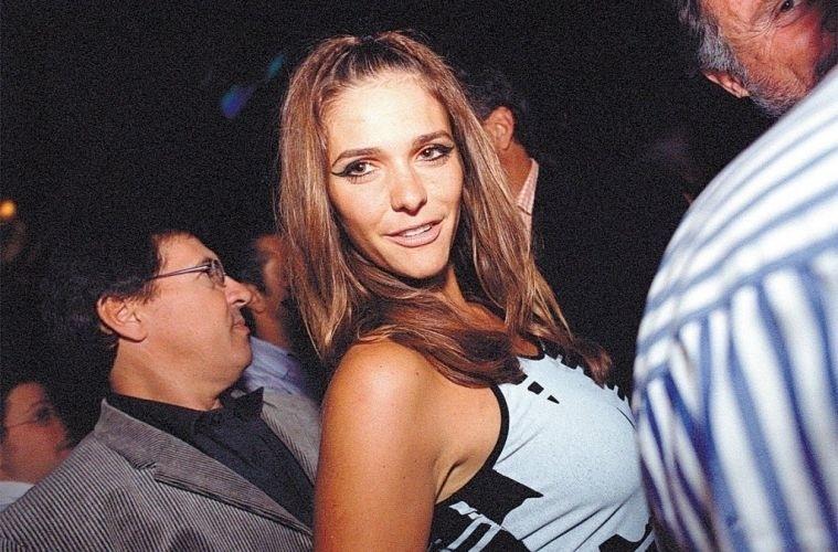 A VJ Fernanda Lima na festa do empresário Álvaro Garnero em SP (22/8/03)