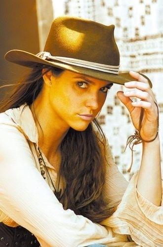 """Em 2005, Fernanda Lima faz sua primeira novela. Ela estreia com a personagem Daiane na novela """"Bang Bang"""", da Rede Globo"""