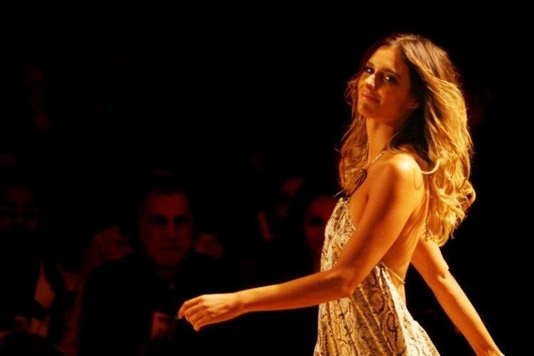Fernanda Lima desfila na coleção da Cia. Marítima no São paulo Fashion Week 2007