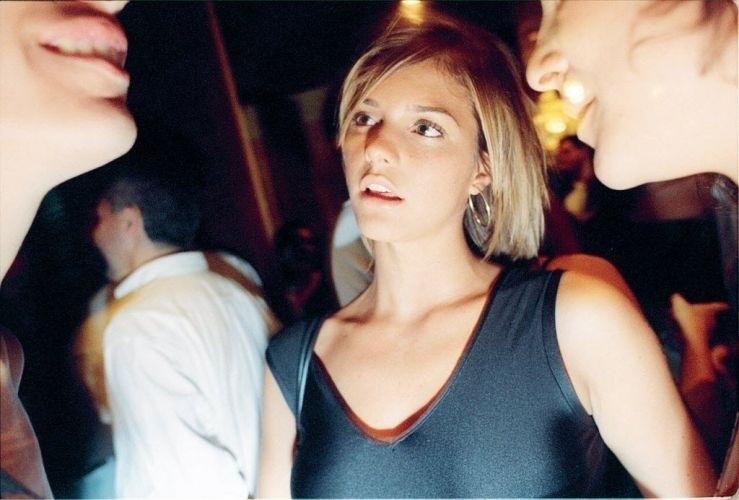 Fernanda Lima na exposição de obras de arte de Cândido Portinari, no Masp (26/11/97)