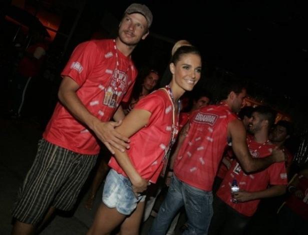O casal Fernanda Lima e Rodrigo Hilbert assistem aos desfiles da Sapucaí (2009)