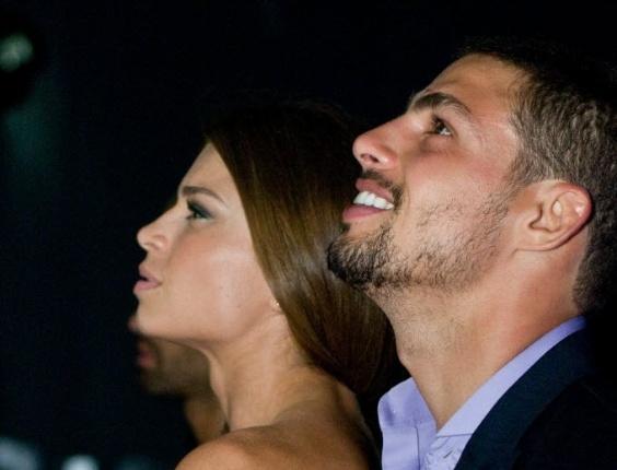 """Grazi e Cauã vão acompanhados à festa de lançamento da novela """"Tempo Modernos"""", exibida pela Globo em 2010"""