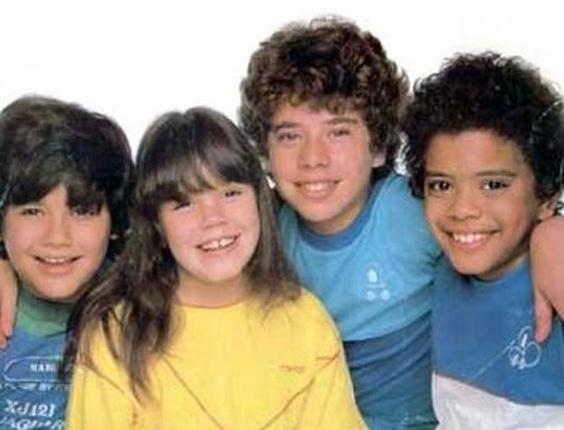 Turma do Balão Mágico. Na foto: Simony aparece ao centro, o colega Jarzinho (Jair Oliveira) é o da direita, de camisa azul, Mike, filho de Ronald Biggs (à esq) e Tob (entre Simony e Jairzinho) . O grupo infantil, que tinha também um programa na TV Globo, durou de 1982 e 1986
