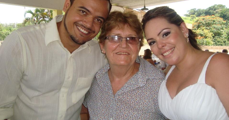 A neta Dayane Possidonio (direita) enviou uma foto de um dia muito especial em sua vida. Ao lado do marido, Cristiano Possidonio, Dayane posa ao lado da vovó, Dona Maria Polônia, no dia de seu casamento em 25 de fevereiro de 2012, em Campinas (SP)