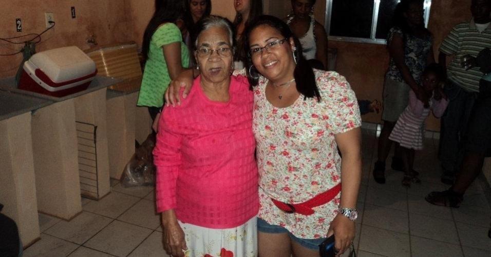 """""""Olha como somos bem parecidas"""", diz a neta Telma Candida da Silva sobre a vovó Francisca Cândida Gonçalves. E acrescenta: """"Ela tem 80 anos de pura disposição!"""". Elas são da cidade de São Paulo"""