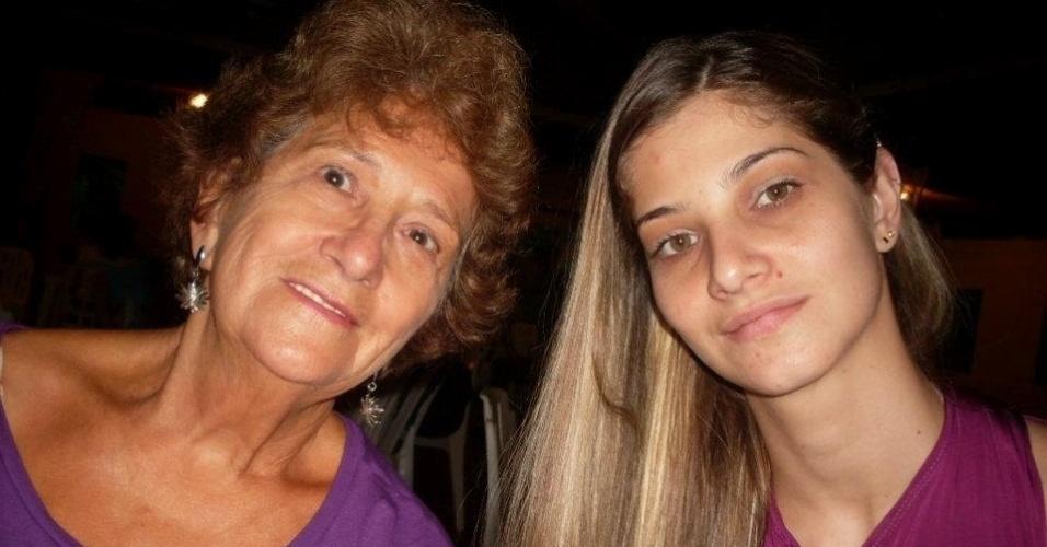 Juliana Marques Castilho ao lado de sua avó Marly Batista Marques Junior, em Guarulhos (SP).