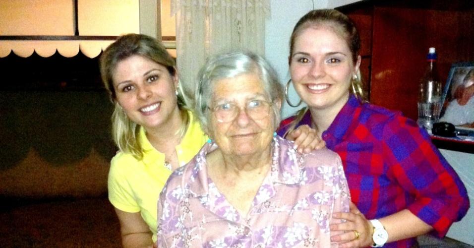 """""""Oma Edith, você é a pedra mais preciosa das nossas vidas. Te amamos. Beijos Karol e Karyne"""", homenagearam as netas que vivem em Joinville (SC)."""