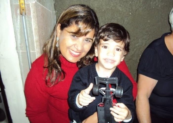 Pequeno Enzo, de São Paulo, curte o colinho da vovó Eleusa.