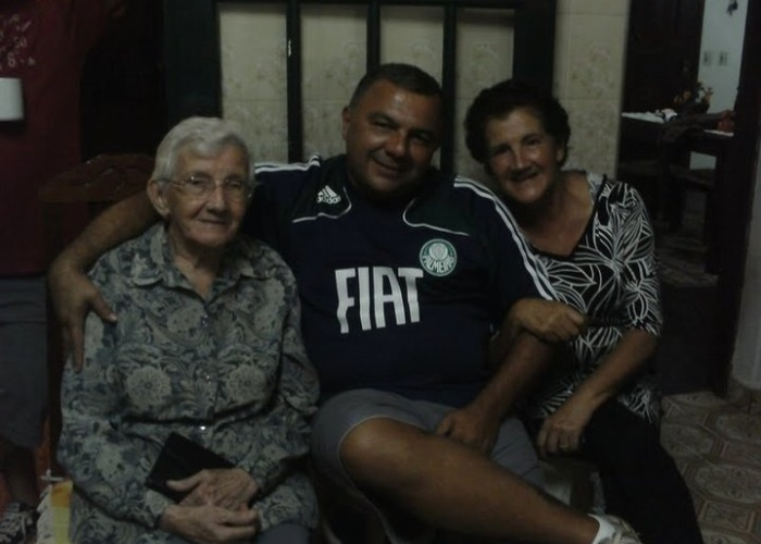 Ulisses Pontes Junior enviou uma foto ao lado de sua avó Maria Rosa da Silva (esq) e de sua mãe, Estela. Eles são de Itararé (SP).