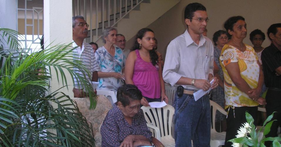 """Francisco Jósio Celestino, de Crato (CE), enviou foto da missa de celebração do aniversário de 97 anos de sua avó Vicentina Araripe. """"Amo muito a minha avó, ela é muito importante e especial para nós. Este ano ela completa 99 anos""""."""