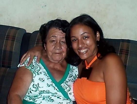 "Jocielma Manoel Dias envia foto com sua avó. ""Minha querida avó Iracema""."