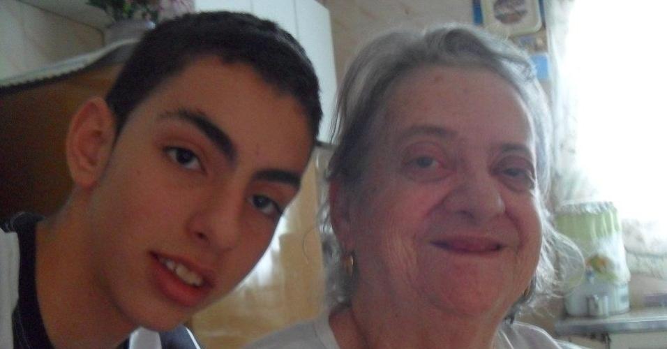 Jonathan Feitosa Sampaio, de Mauá (SP), envia foto com sua avó Lidia Eunice da Silva Sampaio.