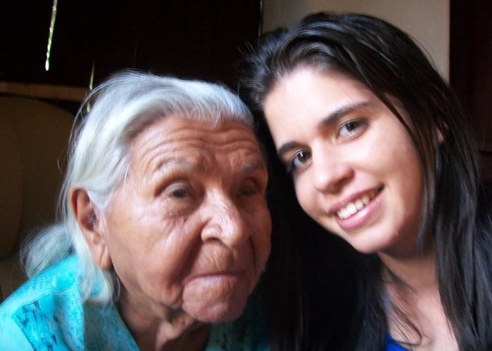 Tamires Amorim, de Triunfo (PE), enviou foto ao lado de sua avó Edvirgem Santos.