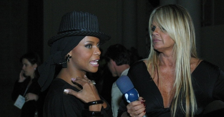 Monique Evans entrevista Adriana Bombom no