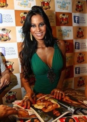 "Lorena Bueri na festa da lançamento da ""Sexy"" (28/6/12)"
