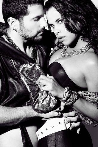 """A bailarina do programa """"Domingão do Faustão"""" Patrícia Gonçalves se inspirou no visual do ator Tom Cruise, no filme """"Rock Ages"""", para participar de um ensaio sensual. As imagens, que farão parte de uma exposição sobre o rock no segundo semestre de 2012, no Rio de Janeiro, foram divulgadas neste domingo (8/7/12). Ela foi fotografada por Vinicius Mochizuki e posou ao lado do ator Lucas Apóstolo"""
