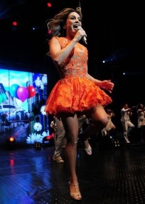Cantora se apresenta cheia de energia no Via Funchal em São Paulo (12/2/11)