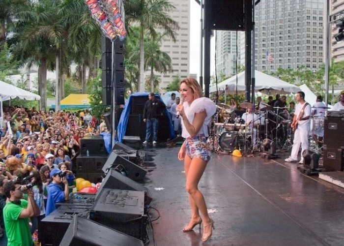 Claudinha no Brazilian Day Miami (18/4/10)