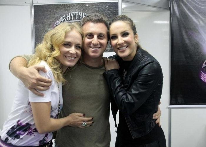 Claudinha recebe Angélica e Luciano Huck na abertura da turnê Rhytmos, no Riocentro, na zona oeste carioca (3/7/10)