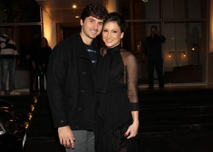 Na noite deste domingo (10/7/11), a cantora Claudia Leitte foi flagrada saindo de um hotel, no bairro nobre dos Jardins, em São Paulo (SP), após comemorar seu aniversário de 31 anos num jantar romântico com o marido, Márcio Pedreira