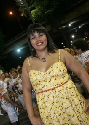 A ex-BBB Analice foi clicada no ensaio técnico da escola Porto da Pedra no Sambódromo, no Rio de Janeiro (4/2/12)