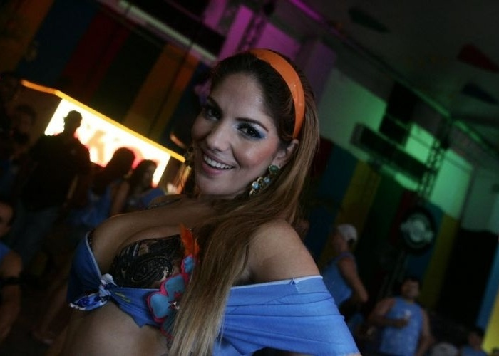A modelo e ex-BBB Anamara curte a segunda-feira no carnaval de Salvador (20/2/12)