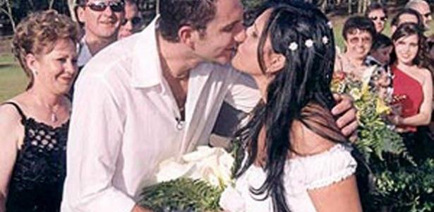 Ainda em 2002, Gretchen conheceu o 11º marido, Giuliano Cezimbra, na igreja evangélica Sara Nossa Terra. Com ele, a dançarina teve Giulia
