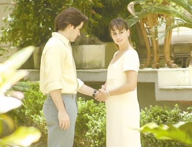 """8.nov.2001 - Daniela Escobar e Murilo Benício em cena da novela """"O Clone"""", da Globo"""