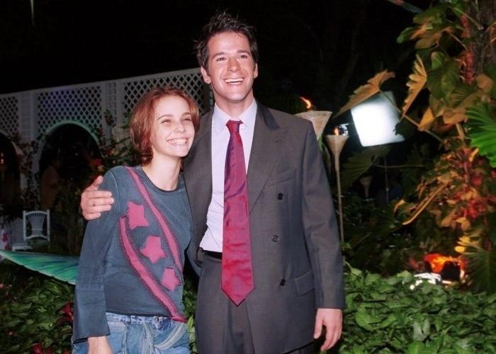 """17.mai.2002 - Débora Falabella e Murilo Benício durante as gravações da novela """"O Clone"""", da Globo, Rio de Janeiro"""