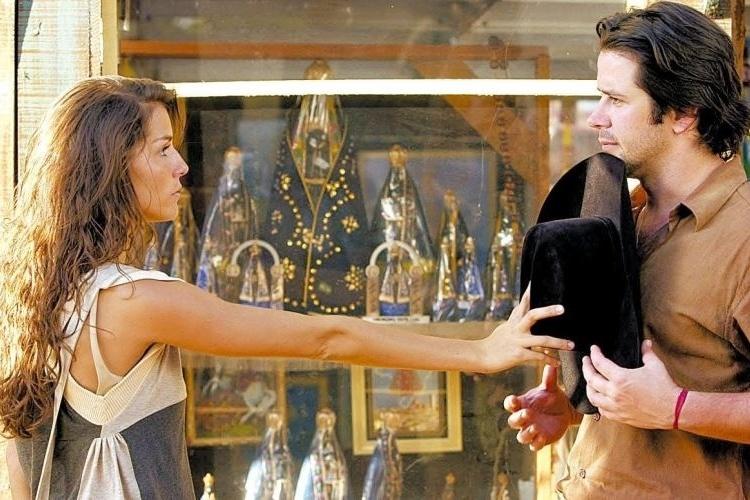 """16.mar.2005 - Deborah Secco e Murilo Benício em cena de """"América"""", novela da Globo. """"Tião foi super bem. Até hoje as pessoas lembram dele. Acho que o que não rolou foi uma química entre Tião e Sol [papel de Deborah Secco]"""", diz Murilo"""