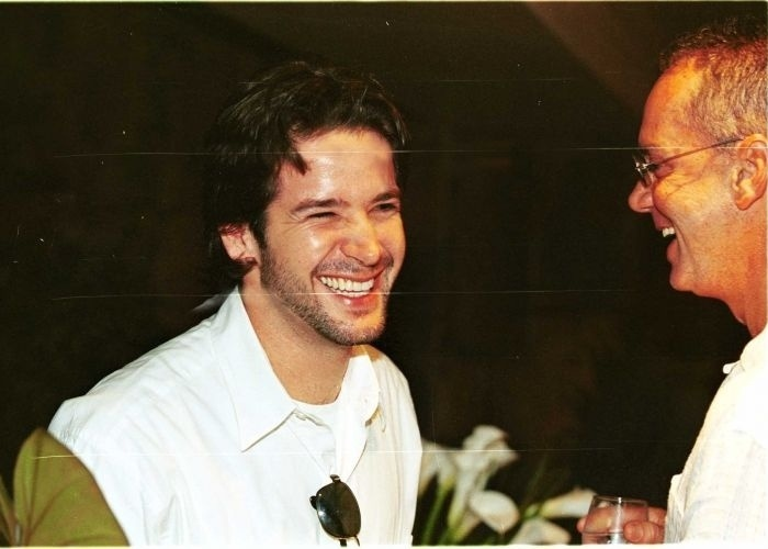 14.dez.2000 - Murilo Benício conversa com Luiz Fernando Guimarães, no Rio