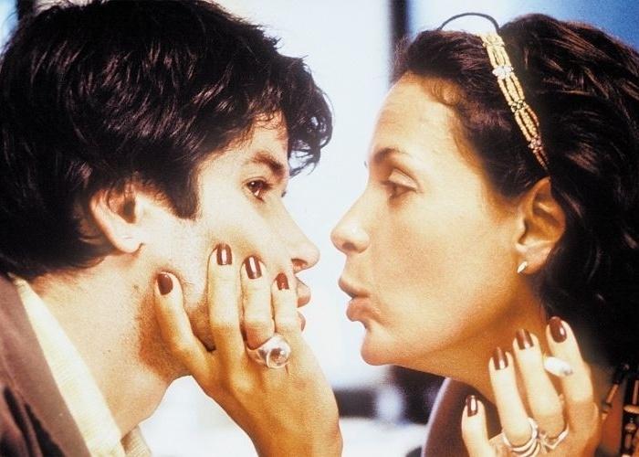 """6.abr.2001 - Murilo Benício e Carolina Ferraz em cena do filme """"Amores Possíveis"""", com direção de Sandra Werneck"""