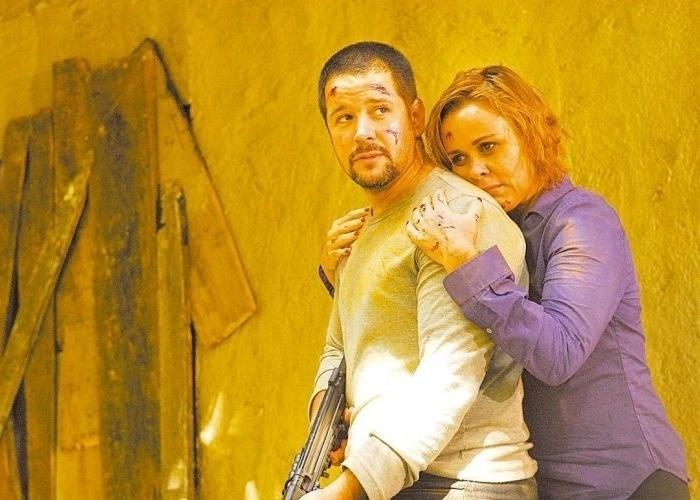 """12.jan.2009 - Murilo Benício e Giulia Gam em cena de """"Força-Tarefa"""", da Globo; ela interpreta uma mulher de policial envolvido com grupo de extermínio que o denuncia à corregedoria"""